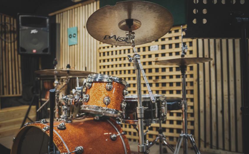 Права кімната барабани