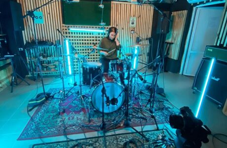 Барабанний кавер Blink 182 – Bored to death нашої викладачки Ані Кусень